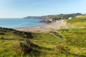 Kennack Sands beach Cornwall the Lizard Heritage coast South West England with blue sky on a sunny summer morning — Stock Photo