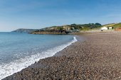 Waves on Kennack Sands beach Cornwall the Lizard Heritage coast South West England with blue sky on a sunny summer morning — Stock Photo