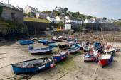 Boats in Coverack harbour Cornwall England UK coastal fishing village on the Lizard Heritage coast South West England on a sunny summer day — Stock Photo