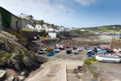 Summer and low tide Coverack harbour Cornwall England UK coastal fishing village on the Lizard Heritage coast South West England — Stock Photo