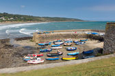 Boats and white waves Coverack harbour Cornwall England UK coastal fishing village on the Lizard Heritage coast South West England on a sunny summer day — Stock Photo