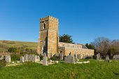 Abbotsbury church of St Nicholas Dorset UK in the village known for its swannery, subtropical gardens and historic stone buildings on the Jurassic Coast — Stock Photo
