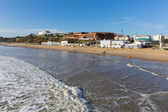 Sunny weather  brought visitors and surfers to Bournemouth on the Dorset coast to enjoy the winter sunshine — Stock Photo