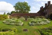 White garden at Barrington Court near Ilminster Somerset England uk Tudor manor house — Stock Photo