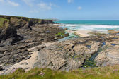 Newtrain Bay North Cornwall near Padstow and Newquay rocky coast and on the South West Coastal Path in spring with blue sky and sea — Stock Photo
