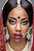 Exotic Indian bride dressed up for wedding — Stockfoto