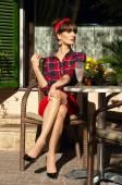 Kadın bir Café — Stok fotoğraf