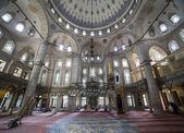 People perform the ritual prayers of islam in Eyup Sultan Mosque — Stock Photo