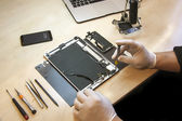 Apple iPhone and iPad tablet repairing — Stock Photo