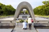 Memorial Cenotaph in Hiroshima Peace Park, Japan — Stock Photo