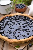 Blueberry pie, milk and fresh berries  — 图库照片