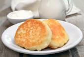 Homemade pancakes on white plate — Stock Photo