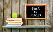 Back to school. An apple and books . — Stock fotografie