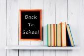 Tillbaka till skolan. flerfärgad böcker. — Stockfoto