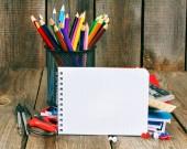 Hulpprogramma's voor notebook, boeken en school. — Stockfoto