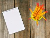 Notebook and pencils on wooden background. — Φωτογραφία Αρχείου