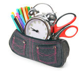 Tas met school tools op een witte achtergrond. — Stockfoto