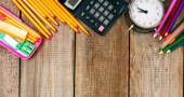 Back to school. School tools around. Wooden background. — Zdjęcie stockowe