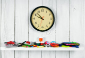 Watches and school tools on a wooden shelf. — Stockfoto