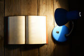The open book and the fixture. — Stock Photo