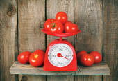 Tomatoes on scales — Stock Photo