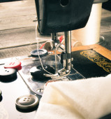 Sewing. Sewing machine and tools. — Stockfoto