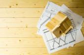 Viele Zeichnungen für Gebäude und Haus auf hölzernen Hintergrund. — Stockfoto
