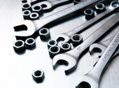 Wrenches and nuts on metal background. — Stock Photo