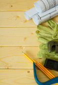 Dessins pour le bâtiment, Mont, gants et autres outils sur fond en bois. — Photo