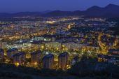 Paisagem urbana de noite aérea da cidade de Brasov — Fotografia Stock