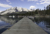 Lake Minnewanka, Banff, Alberta, Canada. — Stock Photo