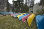 Canoes at Moraine Lake, Banff, Alberta, Canada. — Stock Photo