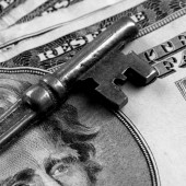 Skeleton Key on Money — Stock Photo