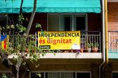 BARCELONA, SPAIN - OCT. 21: Banner onbalcon balcons in support of the referendum for independence of Catalonia fromSpain on October 21, 2014 in Barcelona, Spain — Stock Photo