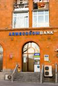 YEREVAN, ARMENIA - JAN 04, 2015: Bank Armeconombank on first floor of old house in Yerevan. ARMECONOMBANK OJSC was first amongst state-owned banks of Armenia to be reorganized into joint-stock bank — Stock Photo