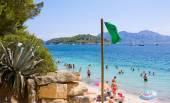 Beach sea bay turquoise water mountain view , Cala Pi de La Posada, Cap Formentor, Majorca, Spain — Stock Photo