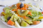 Portugese mixed salad on a plate — Stockfoto
