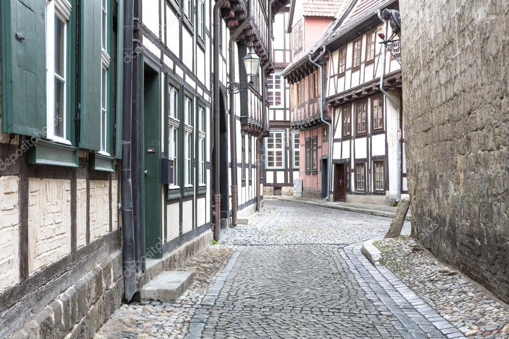 在奎德林堡小镇,德国砖木房胡同...