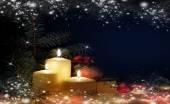 Vánoce. tři svíčky a smrk. — Stock fotografie