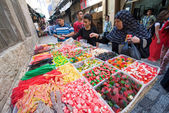 Buying candy in Jerusalem — Stock Photo