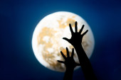 Hands and moon — Stock Photo