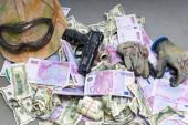 Money and a handgun — ストック写真