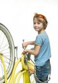 Pojken med cykeln — Stockfoto