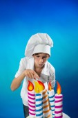 Confectioner with cake — Stock Photo