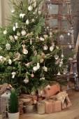 Weihnachtsbaum mit geschenke — Stockfoto
