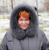 Smiling woman in winter — Stock fotografie