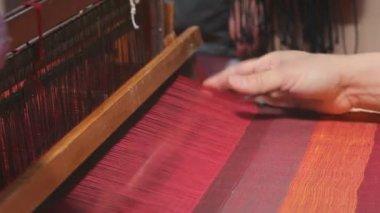 Loom weaving — Stock Video