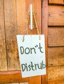 """"""" Do Not Disturb """"  sign hanger on wooden door — Stock Photo"""
