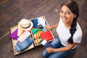 Happy girl packing her suitcase — Stock Photo