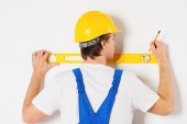 Repairman measuring with builder level — Stock Photo